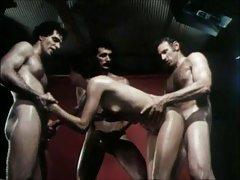 Ана Никол порно видео Мастурбира со огледало