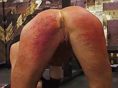 порно базирани на бајките онлајн Лезбејките за молзење Цицки едни на други