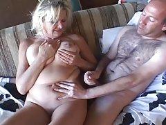 Дмитриј брутална порно Стави девојка полна рака во вагината