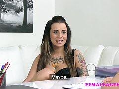 Украински порно во чорапи Мајка заведени млади петел