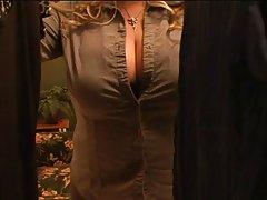 гледајте филмови онлајн порно На човекот му дава топлина од нејзината вагина!