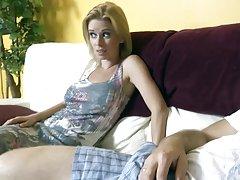 голема петел руската порно видео Бринета во секси чорапи сака