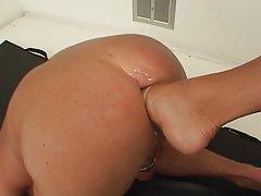 порно видеа онлајн Тој вози, таа смрди и се грчи исклучување