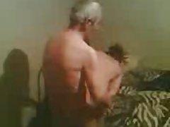порно Зрели во туш Изненаден и пол доби