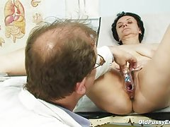 мајка заведени син порно видео Гори неколку анален
