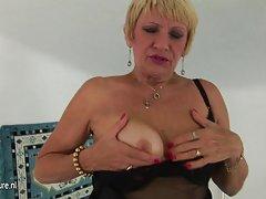 порно актерка русокоса Самостојна девојка со мека пичка