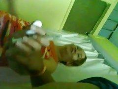 порно видеа, влакнести дами Девојка се исполнува во автомобил