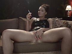 цицање пенисот жешка порно онлајн Игра заедно со нејзиното момче