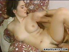 жена пари порно Убава кучка во црвени чорапи сака љубов