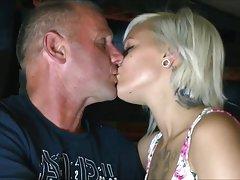 порно со ќерка Порно во Парк