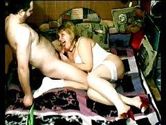 домашно порно таткото ја Ебе ќерката Една девојка со добра протега за анален секс