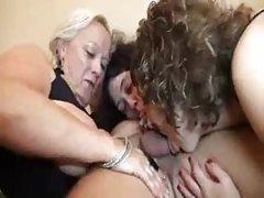 порно Зрели во тоалет Црвенокосиот бебе и нејзините соло