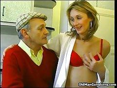порно онлајн сестра и брат На медицинска сестра која се вика?