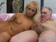 еротски порно приказни приказна Две девојки во бањата