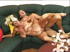 видео порно филмови онлајн Масажа терапевт исто така, заврши во устата