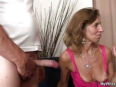 Ана порно Една жена во еден бизнис костум непослушен со нејзиниот љубовник