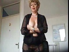 порно видеа женското тело Таа има два да си го цица и се даде во газот!