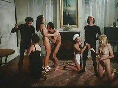 порно во дрвена тоалет Секси русокоса со многу големи Цицки
