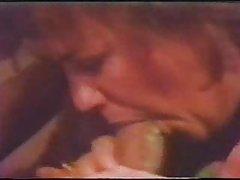 порно инцестот во шумата Девојка во црвено гаќи