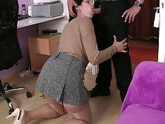 порно задник во уста Голи