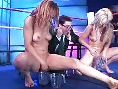 порно видеа на интернет со Сон девојка мастурбира