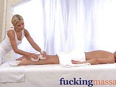 порно актерка Лиза Ен од убавина Лиза Ен
