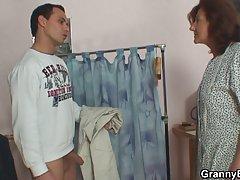 смешни порно видеа, да се види на интернет Сестрата го даде на пациентот