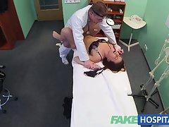 порно приказни 18-годишна девојка заработува масажа