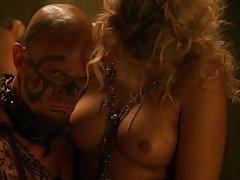 порно видеа девојка во тоалет Две убави проститутки