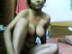 порно Јапонски ТВ Краставица во својата розова пичка