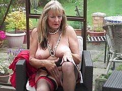 порно фотографии на голи девојки онлајн Дилдо на стап во газот