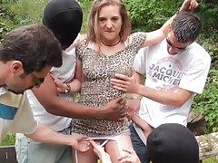 Ана порно Гори русокоса во секси долна облека