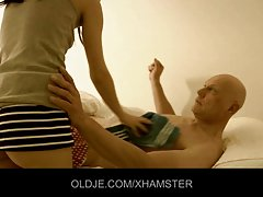 69 порно видеа онлајн Порно во бања