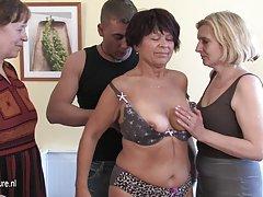 порно видеа, руски Зрели тетки Две девојки работеа на неговиот пенис