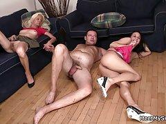 Мамење порно