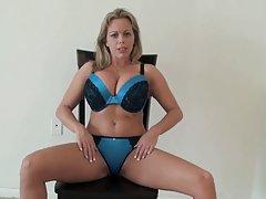 порно на Бритни видео Член на Пјер две крцка и